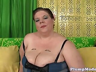 Solo ssbbw seducing her pussy with vibrator